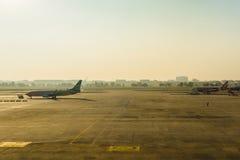 Don Muang International Airport Parkerenvliegtuigen bij luchthaven du Royalty-vrije Stock Foto's