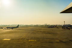 Don Muang International Airport Parkerenvliegtuigen bij luchthaven du Royalty-vrije Stock Foto