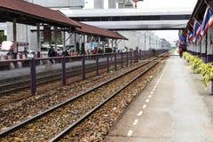 Don Mueang - Thailand - Juli 02, 2017: Thailändska järnvägar regional tr Royaltyfri Fotografi