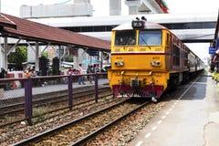 Don Mueang - Thailand - Juli 02, 2017: Thaise Spoorwegen regionaal RT stock afbeeldingen