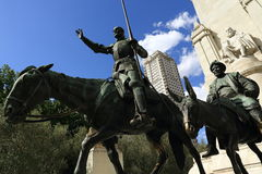 Don Quijote de la Mancha Plaza de Espaňo, den moderna byggnaden, Madrid, Spanien Arkivfoton