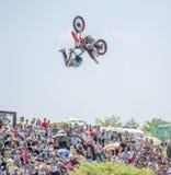 Don, Rosja Czerwiec 05,2016: Motofreestyle - skoki z Zdjęcie Stock