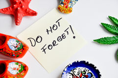 Don't forget note sticker on fridge. Don't forget message written on a sticky note Stock Photo