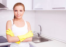 Dona de casa em casa Fotografia de Stock Royalty Free