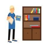 Dona de casa loura nova bonita da mulher que limpa a poeira de uma biblioteca, de uma limpeza home e de uma ilustração dos trabal ilustração stock