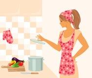 Dona de casa na cozinha Foto de Stock Royalty Free