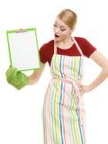 Dona de casa que guarda a prancheta com espaço da cópia para o texto Foto de Stock
