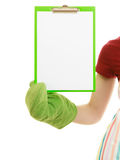 Dona de casa que guarda a prancheta com espaço da cópia para o texto Fotos de Stock