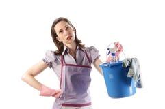 Dona de casa que guardara sua cubeta Foto de Stock
