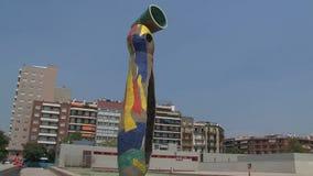 Dona i Ocell, Barcellona, Spagna video d archivio