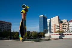 Dona i Ocell, het beeldhouwwerk van Joan Miro in Barcelona royalty-vrije stock afbeeldingen