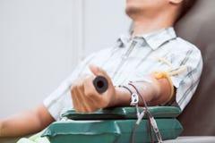 Donación de sangre de la transfusión, donante de sangre en el hospital fotos de archivo libres de regalías