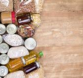 Donaciones de la comida en fondo de madera imágenes de archivo libres de regalías
