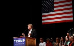 Donald atut mówi przy kampania wiecem na Lipu, 25, 2015, w Oskaloosa, Iowa zdjęcia royalty free