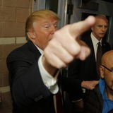 Donald atut prowadzi kampanię przy Nevada kliki lokalem wyborczym, Palos Verde Wysoka szkoła, NV Obrazy Royalty Free