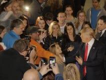 Donald atut prowadzi kampanię przy Nevada kliki lokalem wyborczym, Palos Verde Wysoka szkoła, NV Zdjęcie Stock