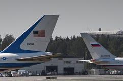 Donald atutu Boeing 747 i Vladimir Putin IL-96 zdjęcia royalty free