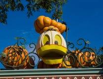 Donald Duck Pumpkin em Disneylândia Dia das Bruxas Fotos de Stock Royalty Free