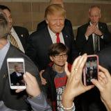 Donald Trump-campagnes bij Nevada Caucus-opiniepeilingspost, Palos Verde Highschool, NV Stock Afbeeldingen