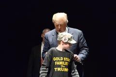 Donald Trump Campaigns i St Louis Royaltyfri Foto