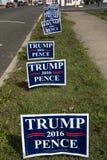 Donald Trump-het gazon ondertekent de rijweg van lijnvirginia vóór verkiezing voor Voorzitter in 2016, 26 Oktober, 2016 Stock Foto's