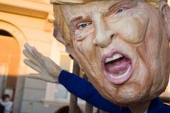 Donald Trump maskering på karnevalet av viareggioen royaltyfri bild