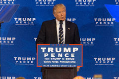 Donald Trump Pledges Special Session du congrès pour abroger Obama Photo stock