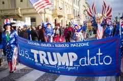 Donald Trump stellte satirisch in Viareggios Karneval dar Stockfoto