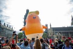 Donald Trump Visits el Reino Unido a las demostraciones imágenes de archivo libres de regalías