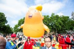 Donald Trump Visits el Reino Unido a las demostraciones imagen de archivo libre de regalías