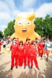 Donald Trump Visits el Reino Unido a las demostraciones foto de archivo libre de regalías
