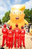 Donald Trump Visits el Reino Unido a las demostraciones imagen de archivo