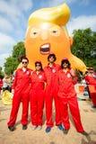Donald Trump Visits het UK aan Demonstraties stock fotografie