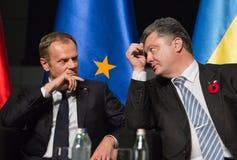 Donald Tusk e Petro Poroshenko Imagens de Stock