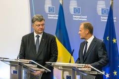 Donald Tusk und Petro Poroshenko Stockbild