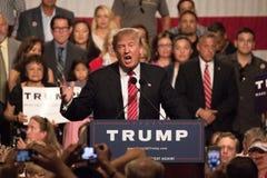 Donalds Trump samlar första presidentkampanj i Phoenix arkivfoto