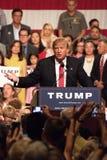 Donalds Trump samlar första presidentkampanj i Phoenix royaltyfria foton