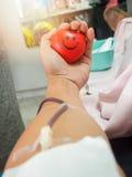 Donante de sangre en hospital Foto de archivo