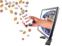 Donar diverso dinero en circulación a través del Internet imagen de archivo libre de regalías
