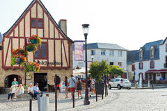 Donatien Lepre quadrado, cidade de Le Croisic, França Fotografia de Stock Royalty Free