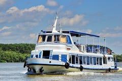 Donau-Deltabootsreise lizenzfreie stockfotos