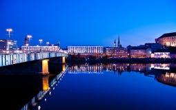 Donau-Fluss in der blauen Stunde Stockbild