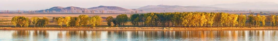 Donau i höstnedgång arkivfoto