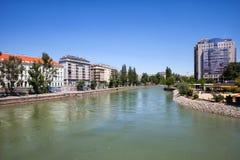 Donau-Kanal in der Stadt von Wien Stockfotografie