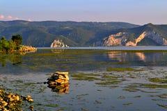 Donau - rivier bij zonsondergang Stock Afbeeldingen