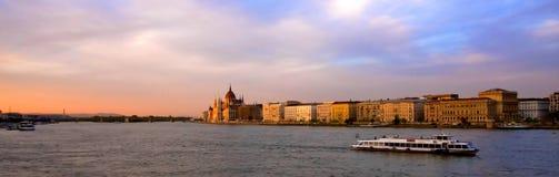 Donau 's nachts in Boedapest Royalty-vrije Stock Foto's