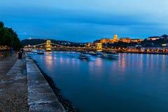 Donau in 's nachts Boedapest Stock Fotografie
