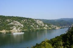 Donauklyfta, Rumänien - Cazanele Dunarii Royaltyfri Fotografi