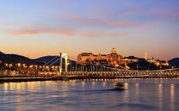 Donaupanorama med den Elisabet bron Fotografering för Bildbyråer