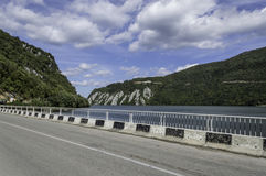 Donaupasserandet till och med naturliga järnportar parkerar Arkivfoton